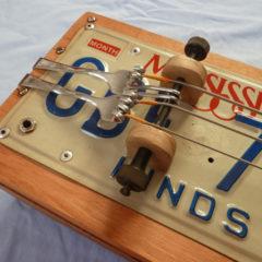 Box guitar basso targato
