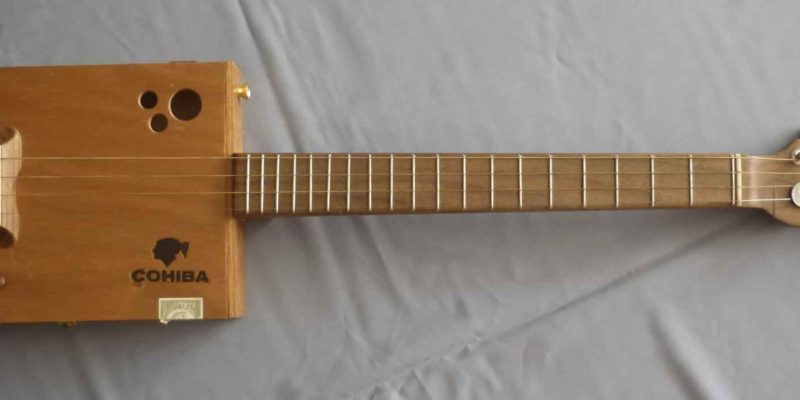Cigar box guitar Cohiba