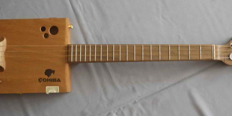 Cigar box guitar Cohiba