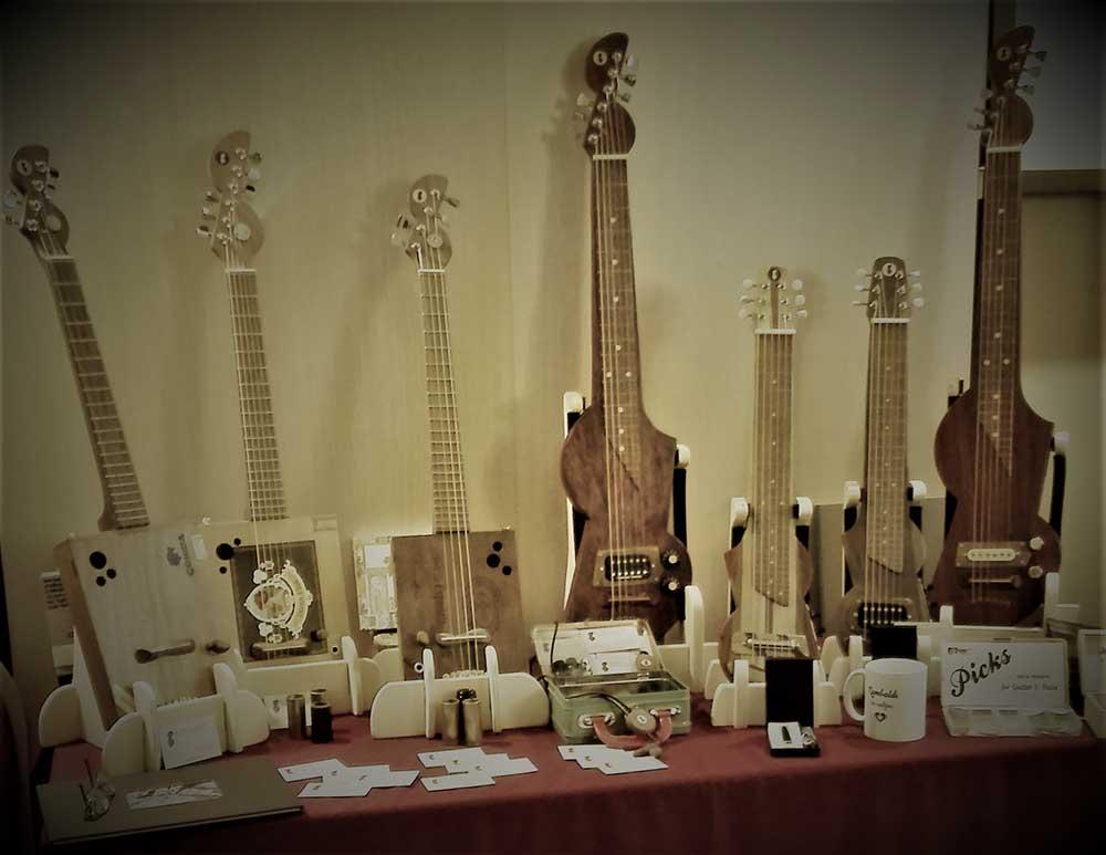 Lap steel guitar e cigar box guitar della Casa della musica folk al Guitar show